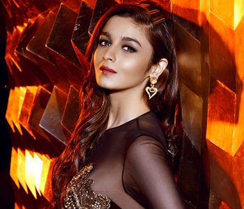 Alia Bhatt Poses For Boys Pic of the day (8-08-2015)