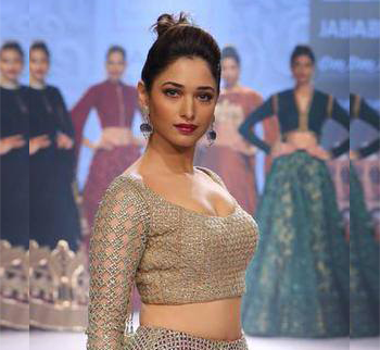 Sexy Ramp walk by Tamannah (Pic of the Day)
