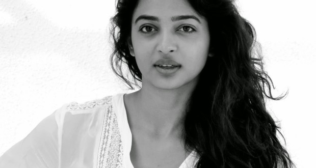 Hot Photos: Stunning Radhika Apte