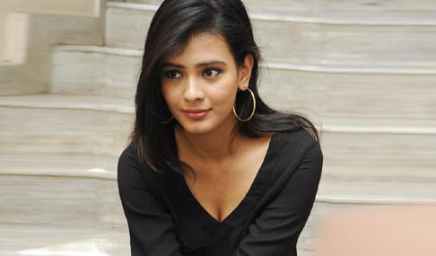 Hebah-Patel-New-Stills
