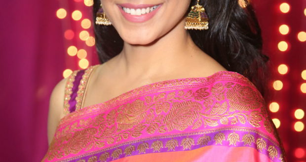 Ritu Varma looks stunning in Pink Saree | Apsara-Awards 2017